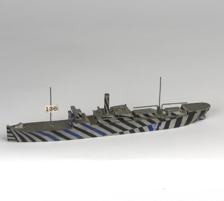 Anonyme, Dazzle Painted Ship Model HMS Mistletoe Order 199X, maquette en bois peint, Imperial War Museum, Londres © IWM (MOD 2215)