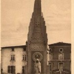 Monument aux morts de Pont-à-Mousson, Émile Just Bachelet (architecte), carte postale, années 1930, héliogravure, collection particulière © Adagp, Paris 2013